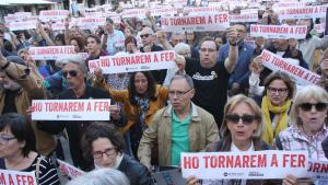 Imatge dels assistents a la manifestació de la plaça de la Font de Tarragona