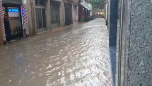 Imatge d'un carrer de Tàrrega completament inundat