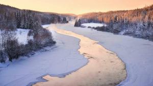 Imatge d'un riu de Sibèria pràcticament congelat
