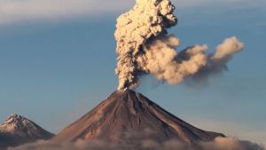 Imatge d'una erupció del volcà Popocatépetl