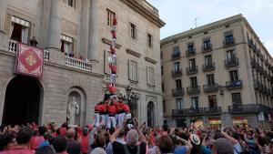 La Colla Joves ha estrenat el pilar de 7 amb folre a Barcelona