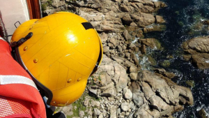 La Guardacostas de Galicia, en un imagen de archivo de un rescate en un acantilado