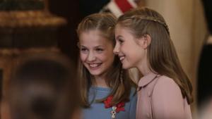 La infanta Sofia amb la seva germana, la princesa Elionor