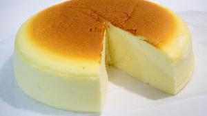 La tarta de queso japonesa se caracteriza por ser esponjosa y de sabor suave.