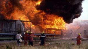 Les flames, d'allò més espectaculars, van superar els 50 metres d'alçada.