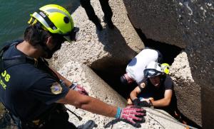 Los Bomberos del CBPC han rescatado el cuerpo del espigón