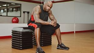 Los ejercicios sin pesas son útiles para aumentar la fuerza y la resistencia