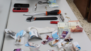 Material que usaven les detingues per a entrar en les cases