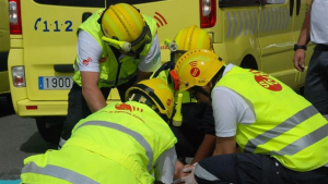 Miembros del SUC de Canarias haciendo una reanimación cardiopulmonar