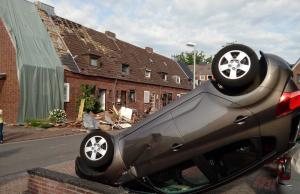 Pasada una noche de pánico por un tornado, los vecinos de Bocholt han descubierto los efectos del temporal