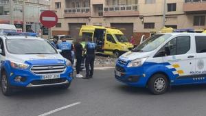 Patrullas de la Policía Local y ambulancias del SUC en el lugar del accidente