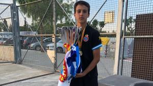 Pol Fortuny Aubareda, amb la Copa Catalunya aconseguida amb l'Espanyol tot just aquest dissabte.