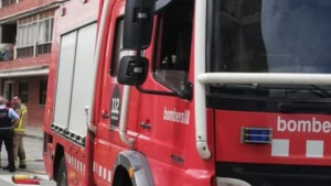 Tres ferits en incendiar-se un habitatge a Pineda de Mar