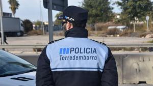 Un agent de la Policia Local de Torredembarra, en una imatge d'arxiu.