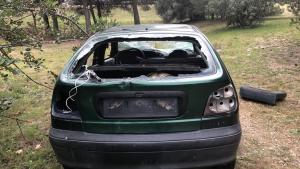 Un cotxe abandonats i destrossat al municipi del Vendrell.