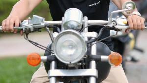 Un motorista en imatge d'arxiu