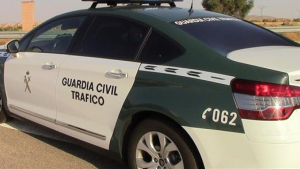 Un turimo ha chocado con un coche de la Guardia Civil