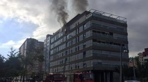 Una explosió ha provocat un gran incendi en un edifici de Terrassa