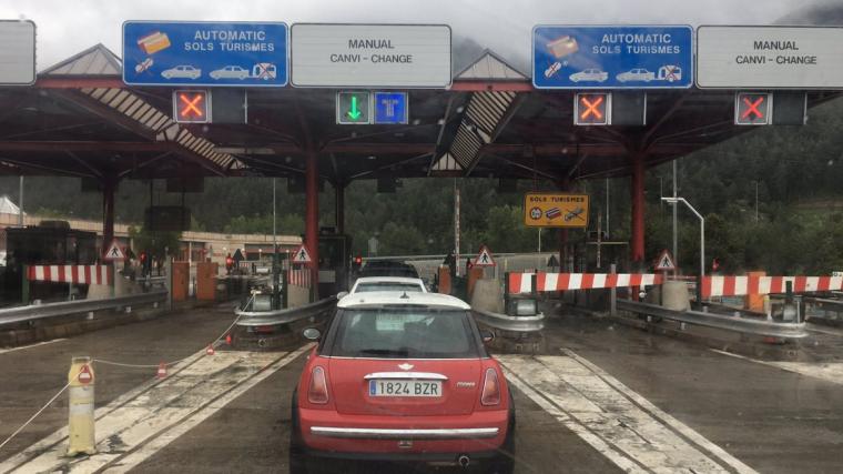 El Túnel de Cadí ha quedado completamente cortado en ambos sentidos de la marcha por un accidente