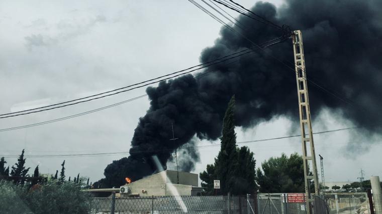 Incendi en una fàbrica de cautxu en Crevillent