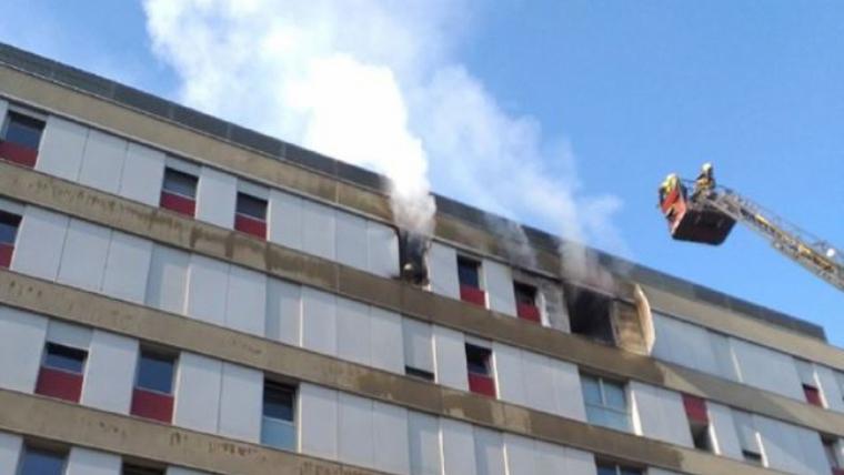 La forta explosió ha afectat l'última planta de l'edifici