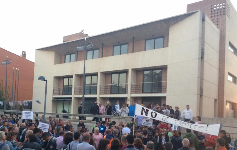 L'Hotel Terranova, durant una de les protestes veïnals