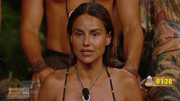 Mónica está muy decepcionada con Carlos
