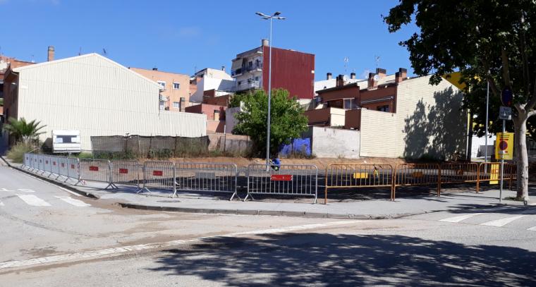 Treballs de pavimentació del nou aparcament del carrer Mallorca