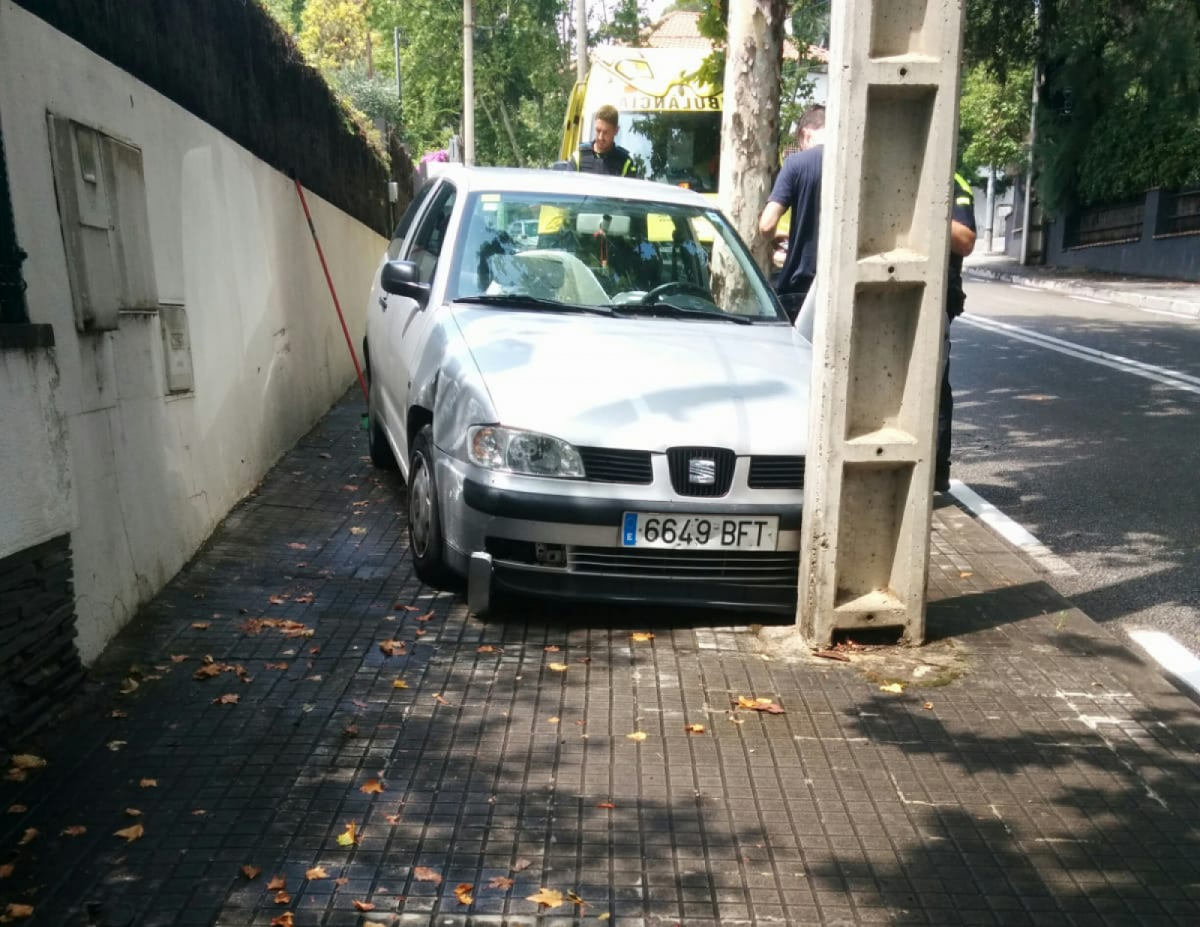 El cotxe va impactar directament, sense frenar, amb la columna