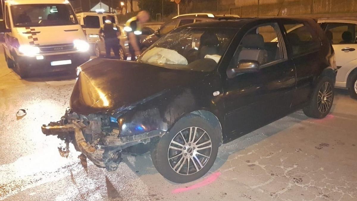 El jove conduia sense carnet quan una patrulla de la Policia Local li va demanar que s'aturés