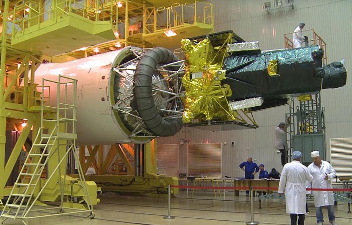 El Spektr-RG a l'interior del coet Proton