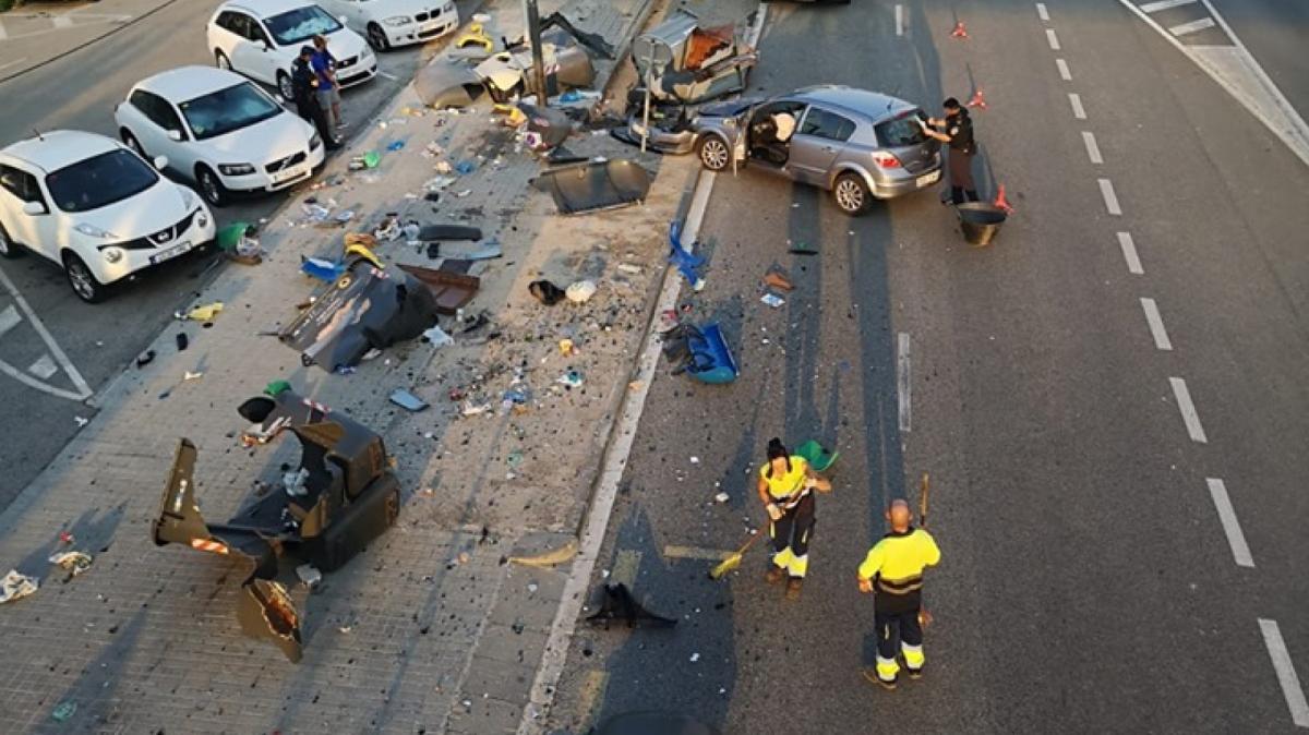 Els contenidors han quedat destrossats a causa de l'accident