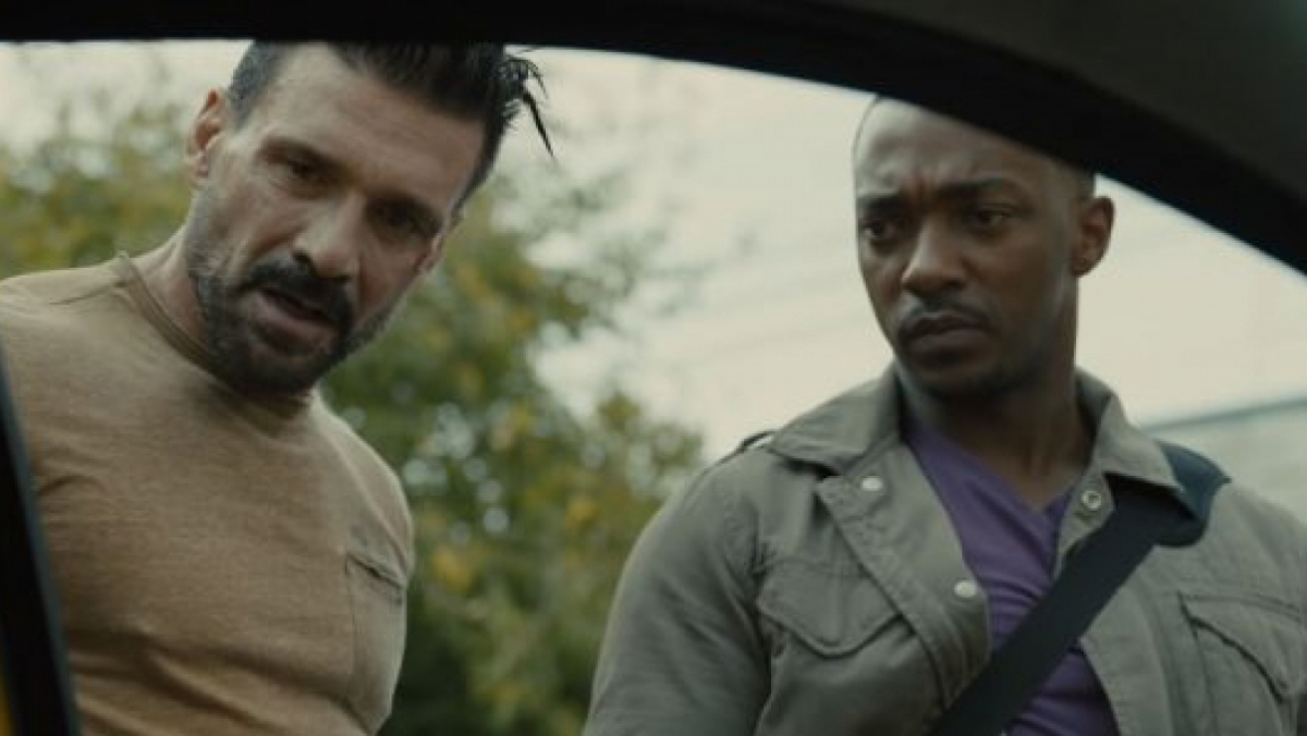 Frank Grillo (izda.) y Anthony Mackie (drcha.) en 'Point Blank' (2019)