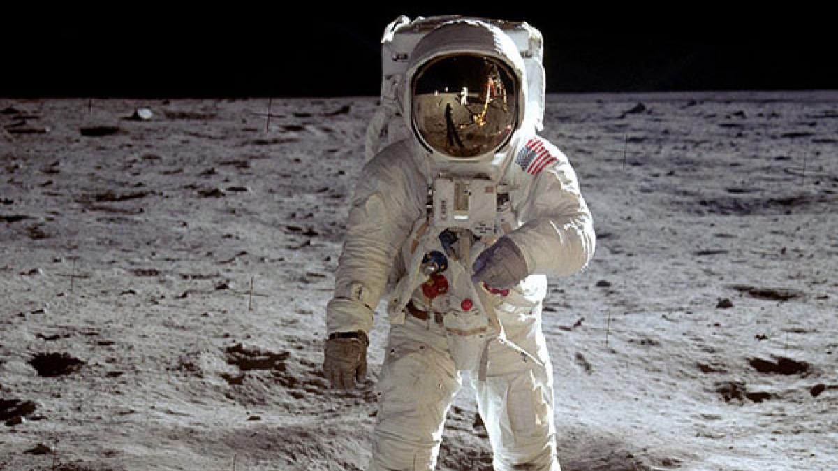 Imatge de Buzz Aldrin trepitjant la Lluna