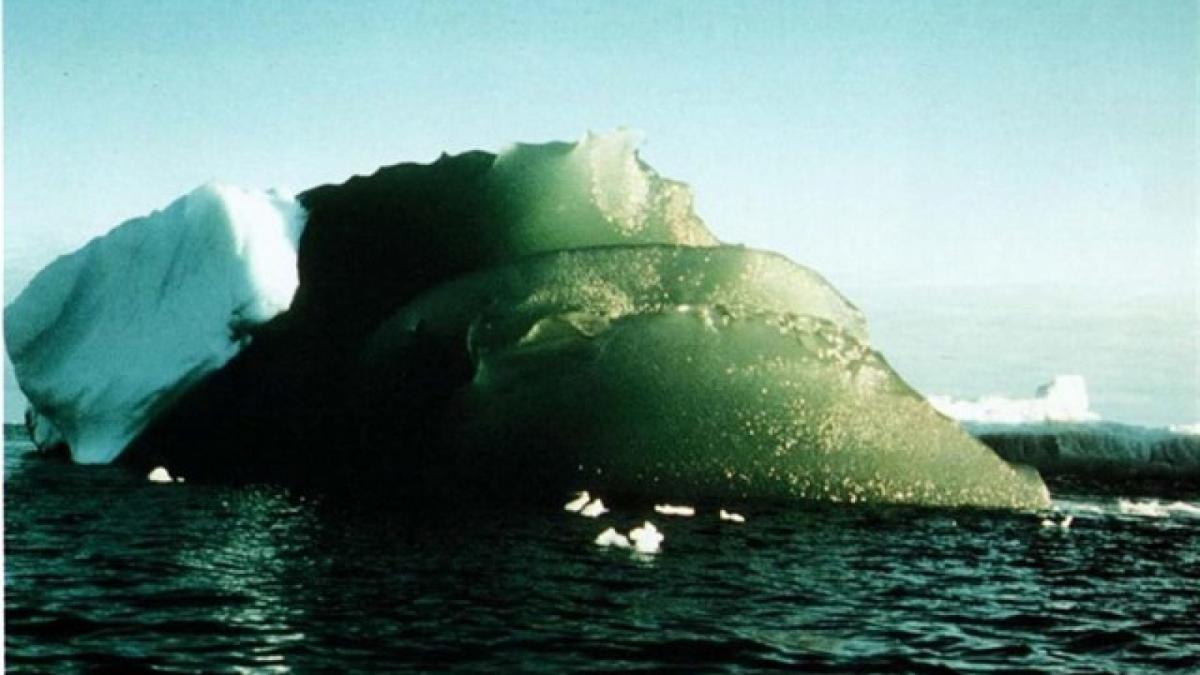 L'iceberg mesura 2 quilòmetres de llarg per 500 metres d'amplada