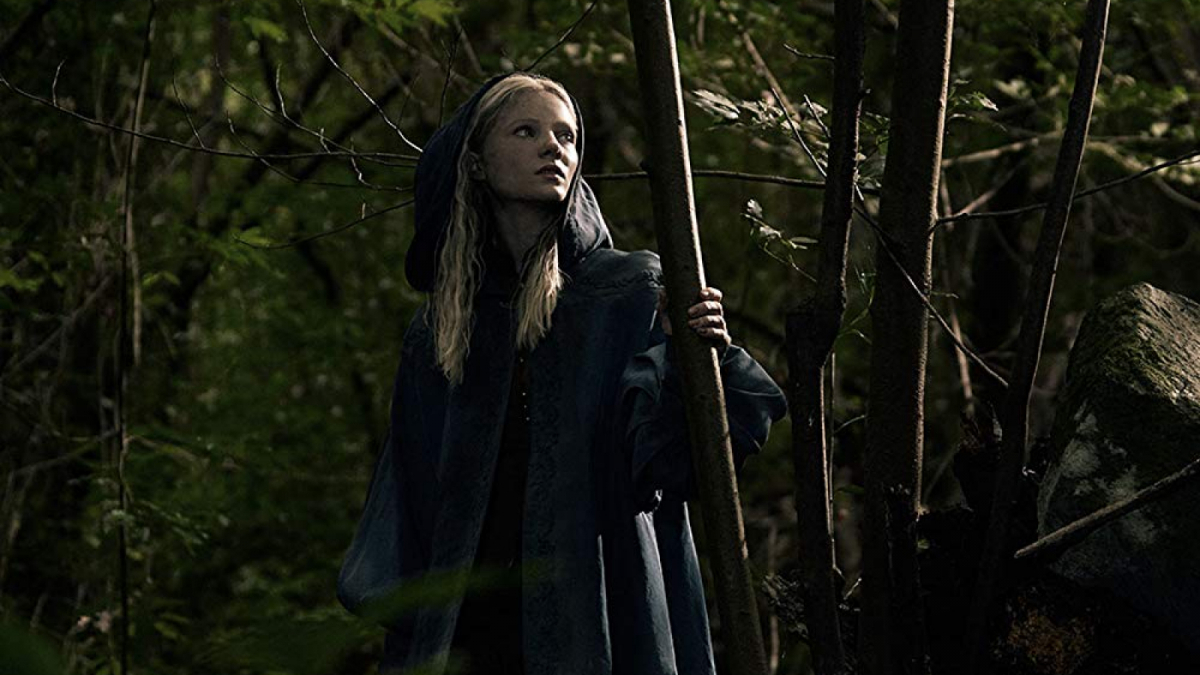 La joven princesa Ciri interpretada por Freya Allan