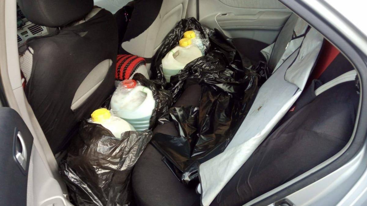 El acusado iba cargado con unos 400 litros de gasolina, obtenida de manera ilícita