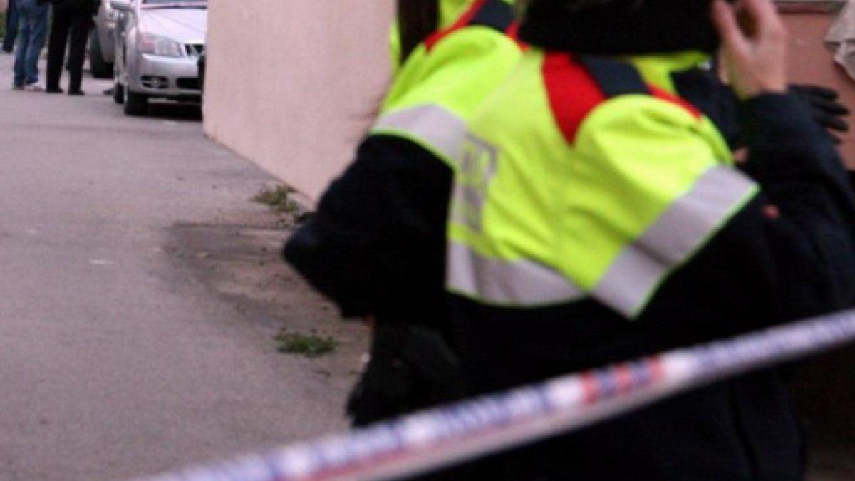 Mossos d'Esquadra acordonen l'escenari d'un crim