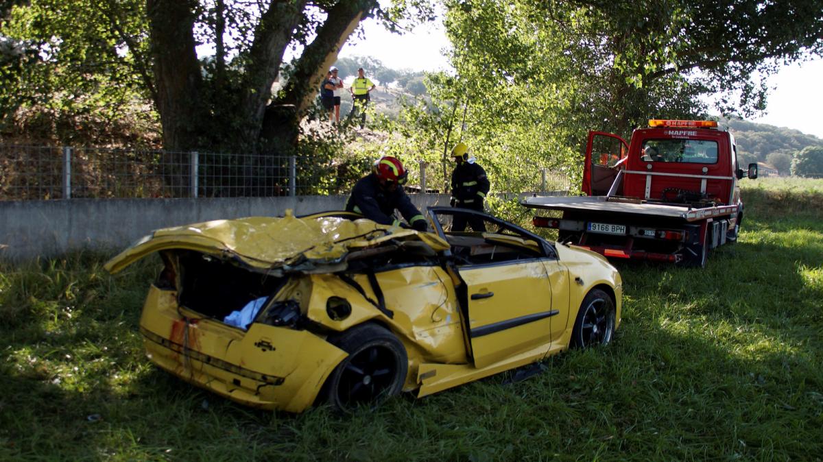 Seis jóvenes viajaban en el vehículo aunque era solo de cinco plazas