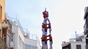 3de9 amb folre descarregat per la Colla Joves Xiquets de Valls a Sitges