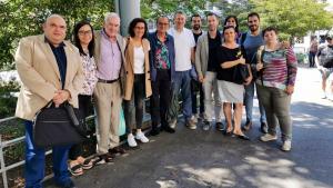 Al centre de la imatge, amb camisa blanca, l'alcalde de Tarragona, Pau Ricomà, acompanyat per altres càrrecs electes d'ERC, a Ginebra, Suïssa, amb Marta Rovira, aquest dimecres, 17 de juliol.