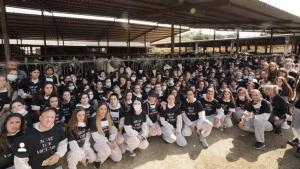 Al voltant d'un centenar d'activistes han ocupat una granja de Sant Antoni de Vilamajor