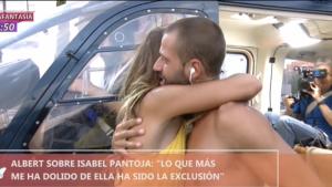 Albert y Lara se abrazaron al llegar a los estudios de Telecinco