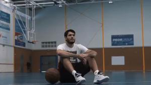 Àlex Abrines torna a les pistes de bàsquet després de cinc mesos.