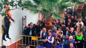 Arxivada la denúncia del Govern per la crema d'un ninot de Puigdemont en un poble sevillà