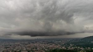 Cielos nubosos todavía en algunas zonas, con ambiente fresco, pero menos lluvias este miércoles