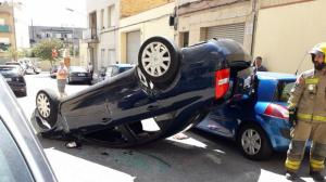 Cotxe bolcat a Sant Boi