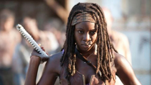 Danai Gurira interpretando a Michonne en 'The Walking Dead'