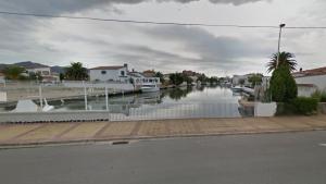 Diversos testimonis van intentar salvar l'home, que va caura mentre pescava al canal de Santa Margarida