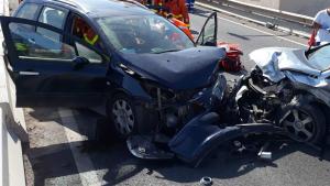 Dos cotxes patixen un xoc frontal en Alboraia